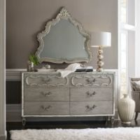 صورة Six-Drawer Dresser